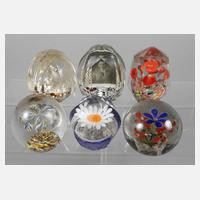 Sechs Paperweights111